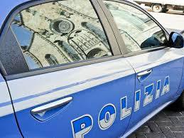 Aggredisce la moglie e minaccia i poliziotti accorsi in suo aiuto. Arrestato 33enne