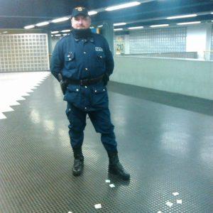 Napoli, trovata testa di maiale all'ingresso della metropolitana di Piscinola. Un gesto inquietante alla vigilia della manifestazione in memoria della guardia giurata Franco Della Corte