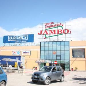 Caserta, operazione congiunta carabinieri e polizia contro il clan dei casalesi. Sequestrato il centro commerciale Jambo di Trentola Ducenta. Manette a esponenti del clan e a colletti bianchi.