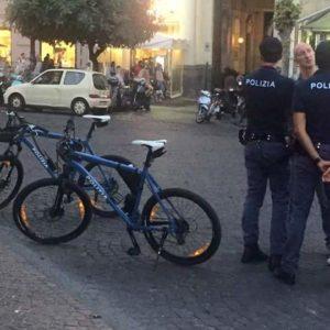 Napoli, agenti in bicicletta nel quartiere Vomero. Dopo tre anni l'idea è divenuta realtà