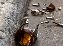 Minacciano tre giovani con dei cocci di bottiglia per comprare alcolici. Arrestati dai carabinieri