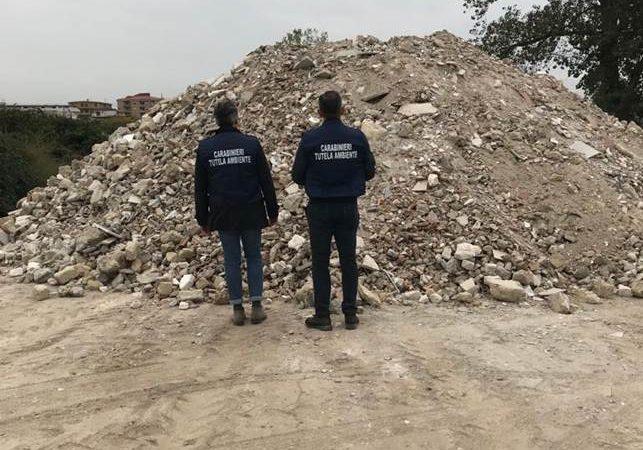 Caserta, scoperta discarica abusiva di 5000 mq. I carabinieri del N.O.E. seqestrano l'area e denunciano il proprietario