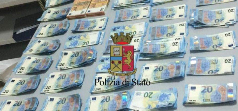 Napoli, in una camera d'albergo custodivano 42mila euro in banconote false. Arrestati due cittadini francesi