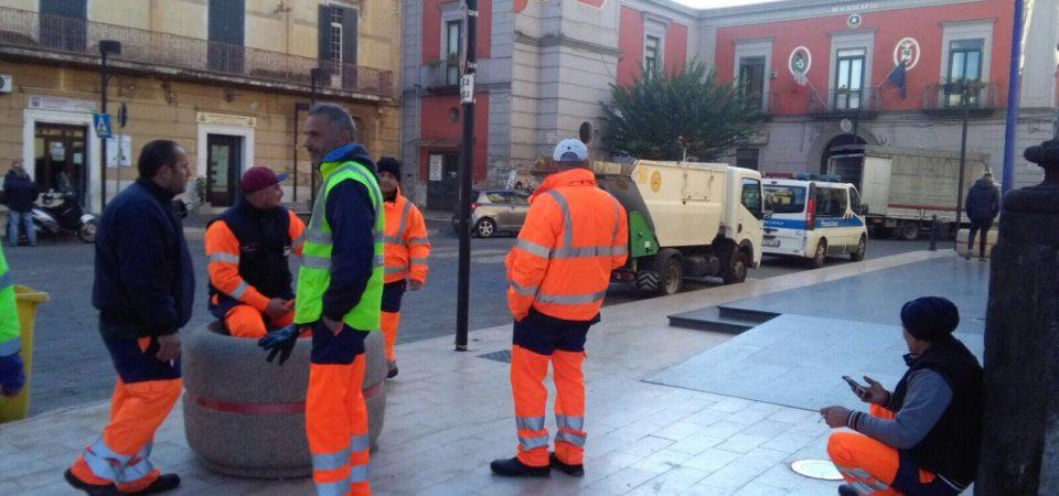 Casandrino, continua la protesta dei lavoratori del C.I.T.E. Raccolta dei rifiuti a singhiozzo
