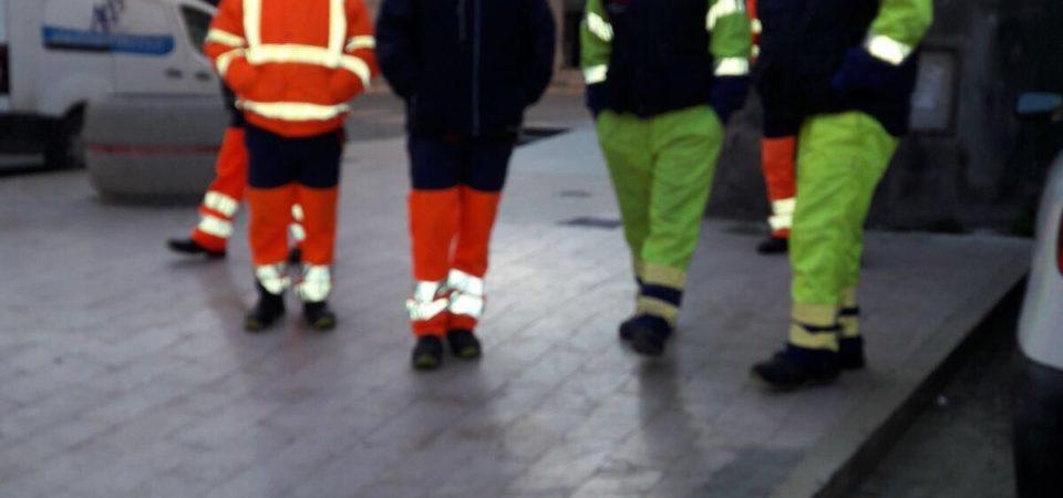 Casandrino, lavoratori consorzio CITE incrociano le braccia. Niente raccolta finchè non saremo pagati