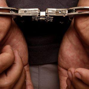 Villaricca, minaccia di morte e picchia la mamma e il nonno per 50 euro. I soldi servivano per l'acquisto di droga. Arrestato 26enne