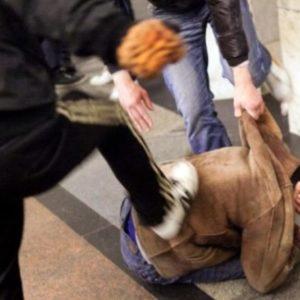 Avellino, sequestrato,picchiato barbaramente e legato ad un albero per soli 25 euro. Due giovanissimi si fanno giustizia da soli  ed aggrediscono un coetaneo